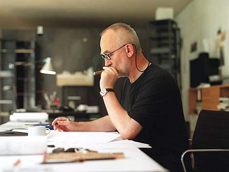 Peter Zumthor, en su estudio de Haldenstein, Suiza.   AP