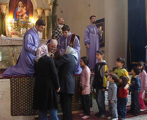 Fieles celebran la Semana Santa en Teherán. | C. G. A.