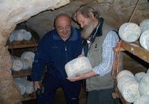 Juan Sobrecueva, productor de queso tradicional. | El Mundo