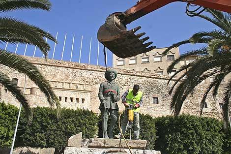 Estatua de Franco en Melilla / Antonio Ruiz