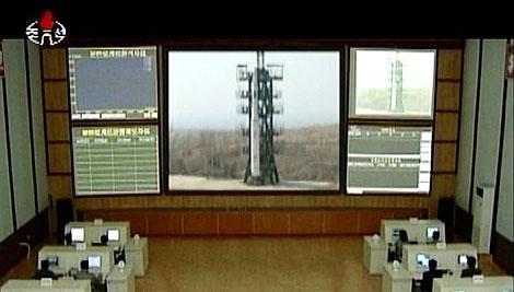 Sala de control del cohete que ha precipitado el conflicto. | Afp