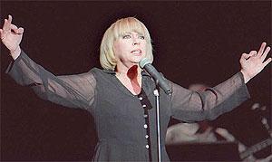 Mari Trini, en una actuación en 1997. | Efe