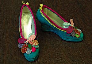 Un par de zapatos 'reciclados'. | Luisa Castiñeira