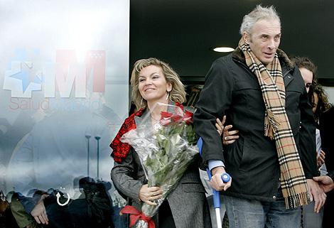 Neira sale con su mujer del hospital. | Alberto di Lolli'