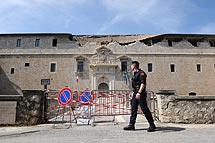 El castillo de L'Aquila, tras el seísmo. | AFP