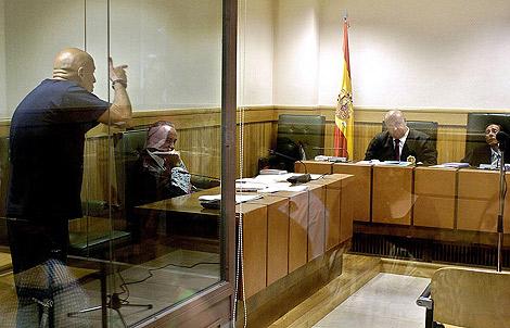 El etarra Iñaki Bilbao amenazando de muerte al magistrado de la Audiencia Nacional Alfonso Guevara, en 2006. | EL MUNDO