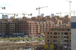 La construcción cae en España el triple que en la zona Euro.   EFE