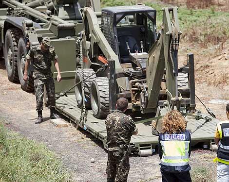 Policías y miembros del Ejército que participan en la búsqueda de Sara. | Efe