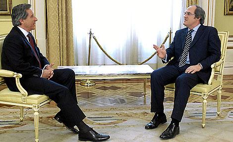 Momento de la entrevista de Iñaki Gabilondo a su hermano, Ángel.   Cuatro