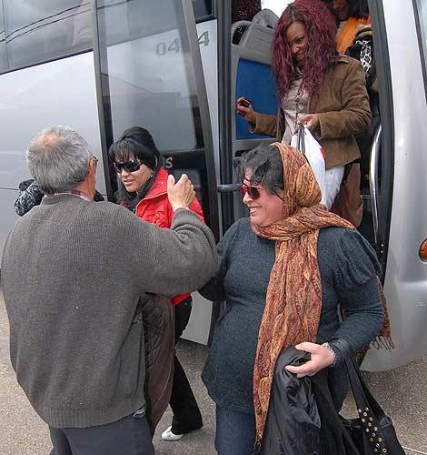 La caravana de mujeres llega a San Cristóbal de Entreviñas.  José Francisco Gamazo