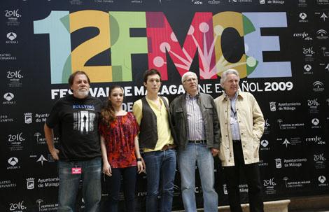 Los intérpretes y el director de este film sobre el acoso escolar. | Antonio Pastor