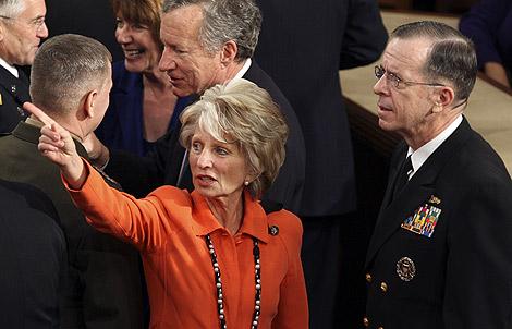 La congresista Jane Harman (centro), en una foto de archivo, en Washington. | AP