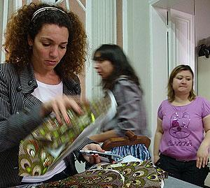 Sarah Beydun, en el taller de su tienda. (Foto: M. G. P.)