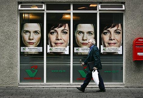Carteles electorales en el centro de Reykjavik. | Reuters