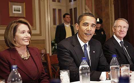 Pelosi, Obama y Harry Reid (de izqda. a dcha. ) en una imagen de archivo de 2009. | Ap