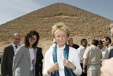 María Teresa Fernández de la Vega, en las pirámides de Dahshur. | Efe