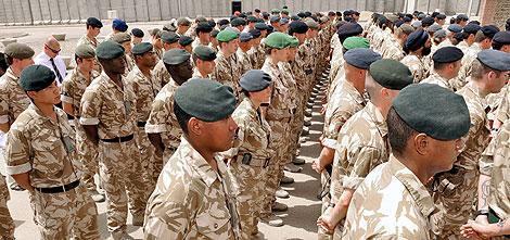 Militares británicos homenajean a los 179 compañeros fallecidos en Irak desde 2003. | AP
