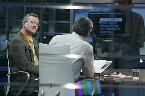 Entrevista de Fernando Sánchez Dragó a José Antonio Ortega Lara en la cadena autonómica Telemadrid. (Foto: Diego Sinova)