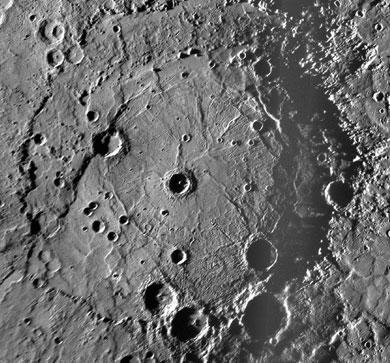 El cráter 'Rembrandt' de Mercurio, captado por la nave 'Messenger'. | NASA