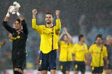 Los jugadores celebran la victoria.   Reuters