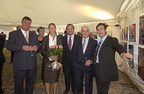 Bernabé Unda, primero por la derecha, será el consejero de Industria, Comercio y Turismo. | E.M.