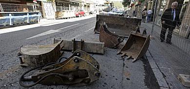 Maquinaria depositada en la calle Asunción, cerrada ya al tráfico. | E. Lobato