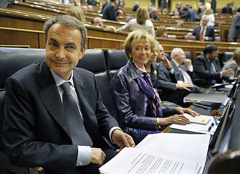 Zapatero y la vicepresidenta primera, María Teresa Fernández de la Vega | Afp