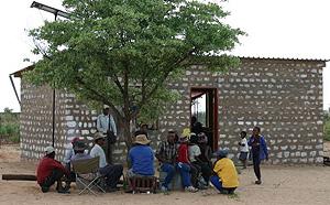 La tribu africana en su verdadero hábitat.