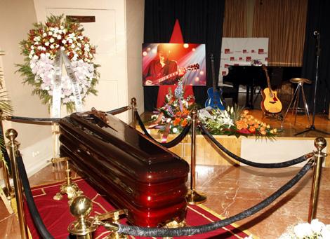 Imagen de la capilla ardiente con los restos mortales del músico madrileño. | Efe