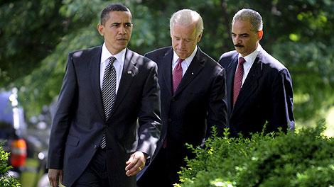 Barack Obama, junto al vicepresidente, Joe Biden, y el fiscal general, Eric Holder. | Efe