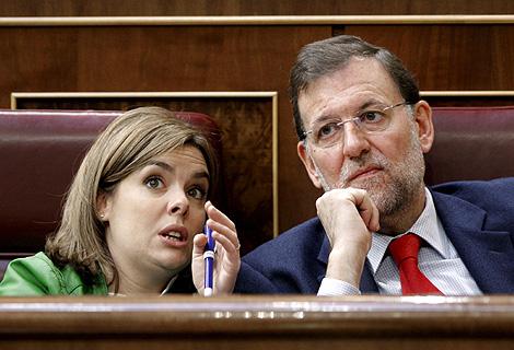Mariano Rajoy y Soraya Sáenz, en la segunda sesión del debate. | Efe