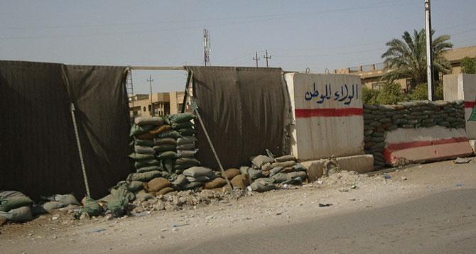 Un checkpoint divide Ghazaliya, suní, del barrio chií de Shoala, en Bagdad. (M.G.P.)