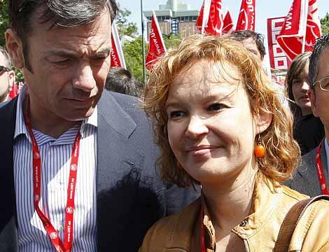 La secretaria de Organización del PSOE, Leire Pajín, y el líder de los socialistas madrileños, Tomás Gómez. | Efe