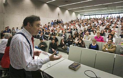 Un momento de la conferencia del director de EL MUNDO.