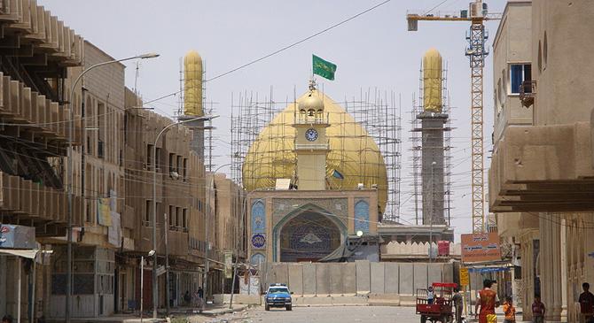 La Mezquita de Al Asqari, tras la restauración, rodeada por un muro antibombas. | M.G.P.