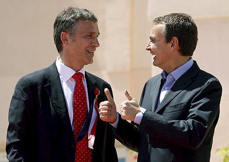 Zapatero conversa con el primer ministro de Noruega, Jens Stoltenberg. | Efe