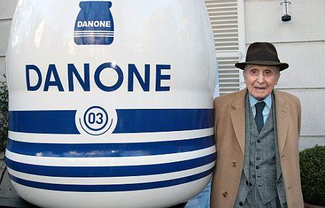 Daniel Carasso posa en el 90 aniversario de Danone. | AFP
