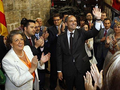 Francisco Camps, ovacionado por miembros de su partido. | Vicent Bosch