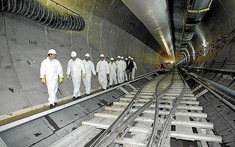 Interior de uno de los túneles de Guadarrama.   Ical