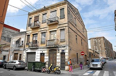 Imagen de una de las casas afectadas por la sentencia. | Benito Pajares
