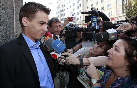 Pablo Soto atiende a los periodistas en el Juzgado de lo Mercantil de Madrid. | Antonio Heredia