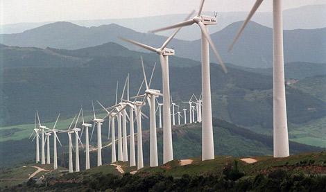Molinos de viento en el Parque Eólico de El Perdón, Navarra. | Gustavo Catalán.