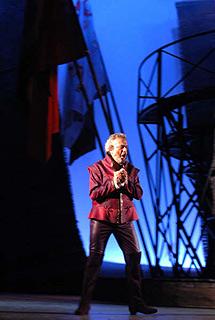 El tenor Rafael Lledó, en el preestreno celebrado en Esmirna (Turquía).