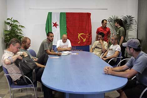 Presentación de la candidatura de Iniciativa Internacionalista-La Solidaridad entre los Pueblos en el Hogar San Fernando de Sevilla. | Esther Lobato