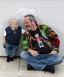 Terry Gilliam, con el actor Verne Troyer en la presentación del filme.   Reuters