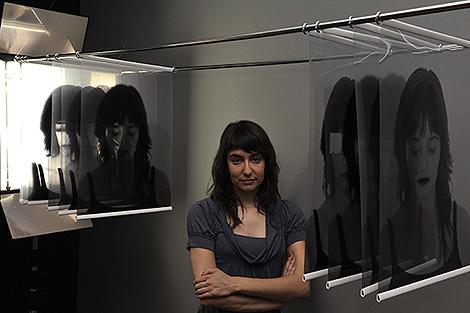 María Platero en su instalación 'Los múltiples'.