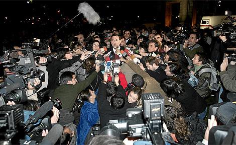 El líder del PP, Mariano Rajoy, comparece ante los periodistas. (Foto: Jaime Villanueva)
