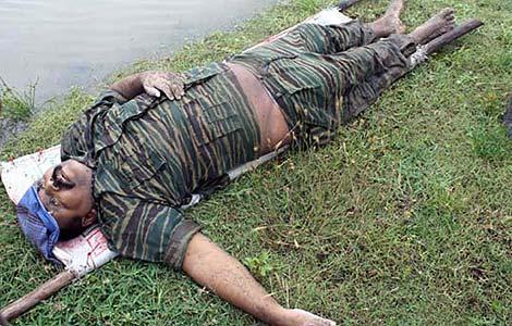 El Ejército difundió fotos del cadáver de Vellupillai Prabhakaran.   Afp