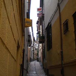 Pisos en venta y alquiler en una calle del Albayzín, en Granada | Carlos Avilés
