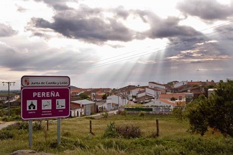 Vista de la localidad salmantina de Pereña de la Ribera.   E. Carrascal